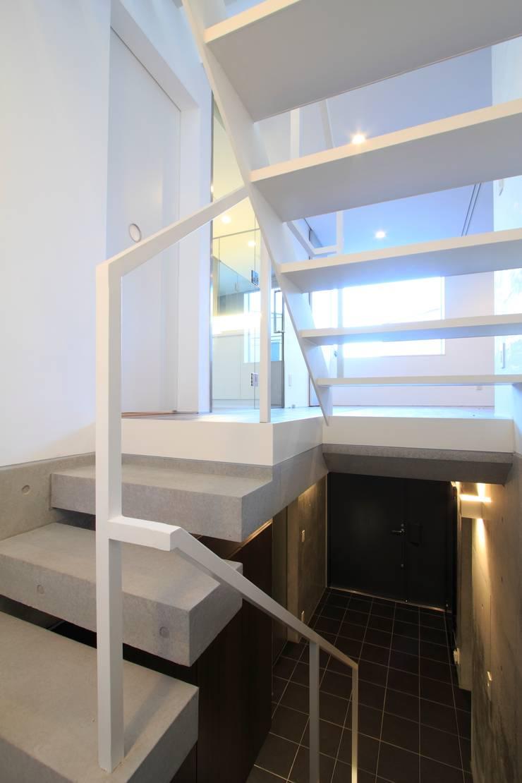 階段: FIELD NETWORK Inc.が手掛けた廊下 & 玄関です。