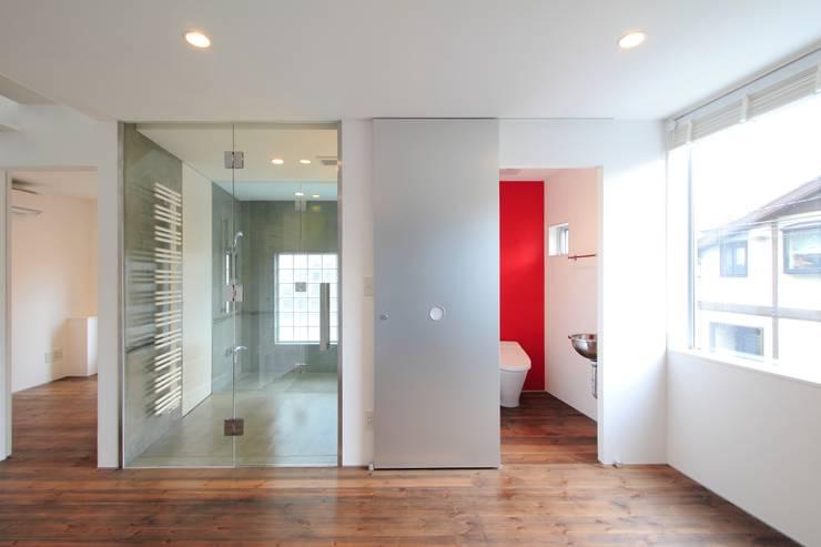 洗面室~トイレ モダンスタイルの お風呂 の FIELD NETWORK Inc. モダン