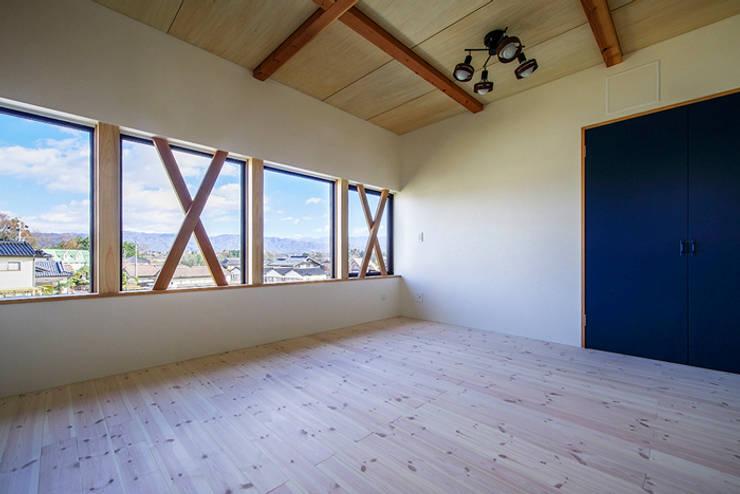 子供室: Egawa Architectural Studioが手掛けた子供部屋です。