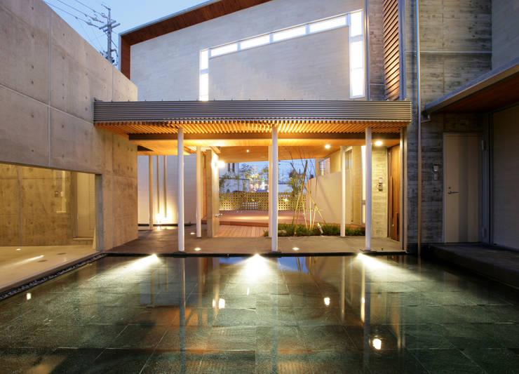 水盤: Egawa Architectural Studioが手掛けた庭です。
