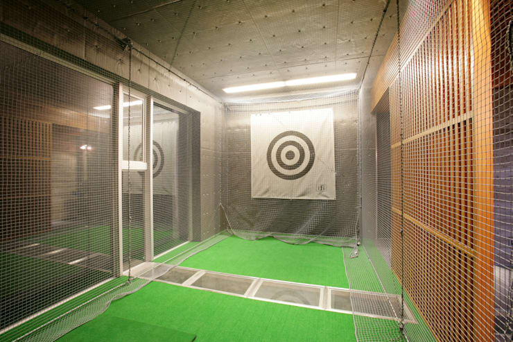 ゴルフ打ちっ放し: Egawa Architectural Studioが手掛けたホームジムです。