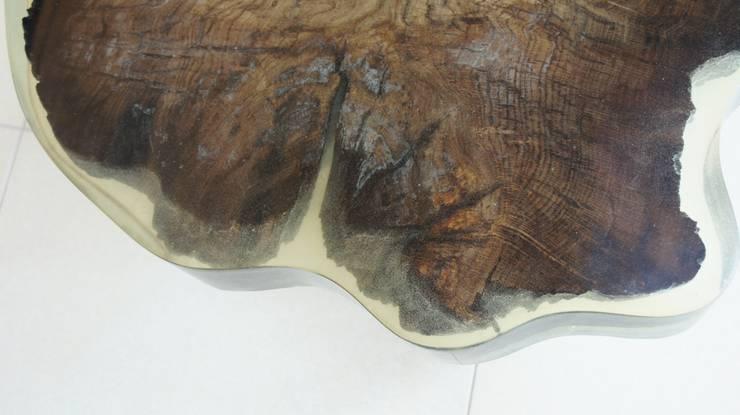 Table of Bog Oak 1600-year-old: styl , w kategorii Salon zaprojektowany przez Old Wood Design