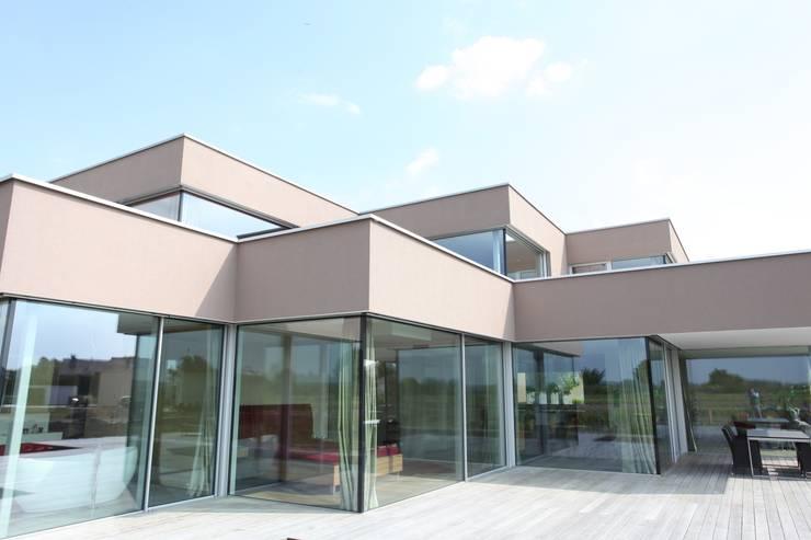 Glas Eckfassade:  Häuser von Neugebauer Architekten BDA