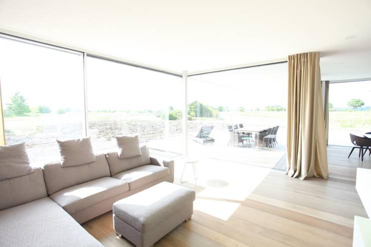 Soggiorno in stile in stile Moderno di Neugebauer Architekten BDA