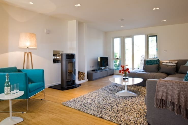 Peace At Last, Una St Ives:  Living room by iroka