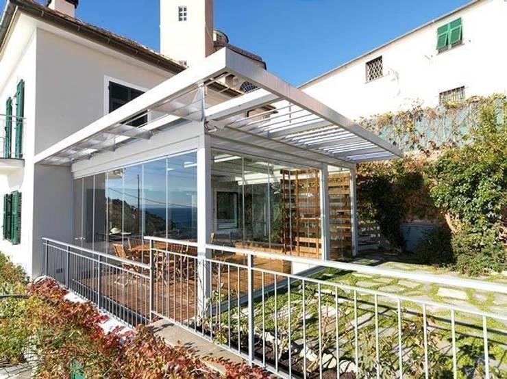 Veranda Cagis mod. Sunshine: Giardino d'inverno in stile  di Cagis