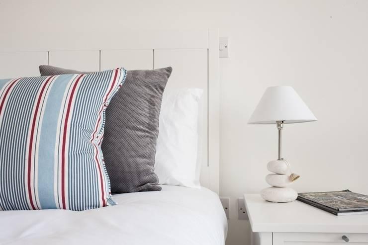 iroka: modern tarz Yatak Odası