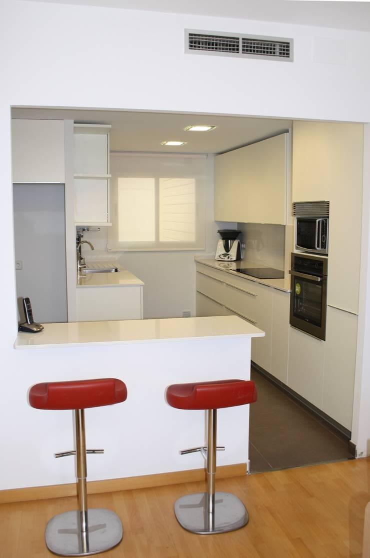 Minimalist kitchen by ROIMO INTEGRAL GRUP Minimalist