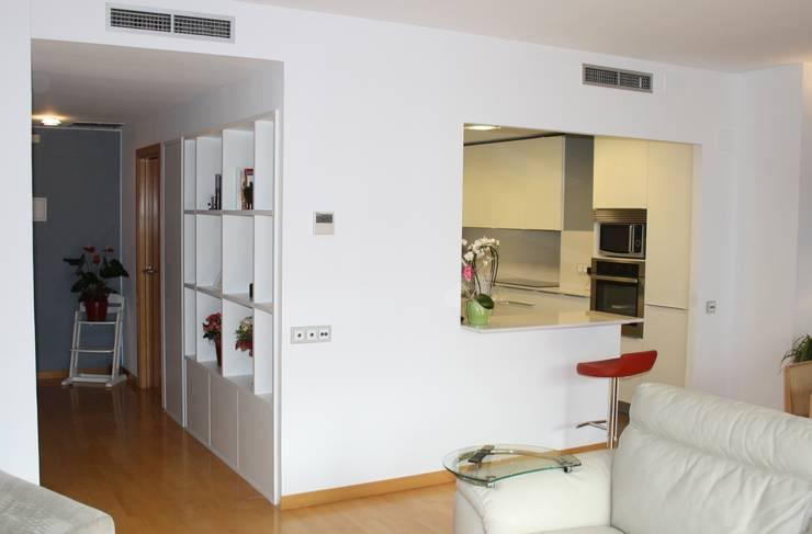 Modern kitchen by ROIMO INTEGRAL GRUP Modern