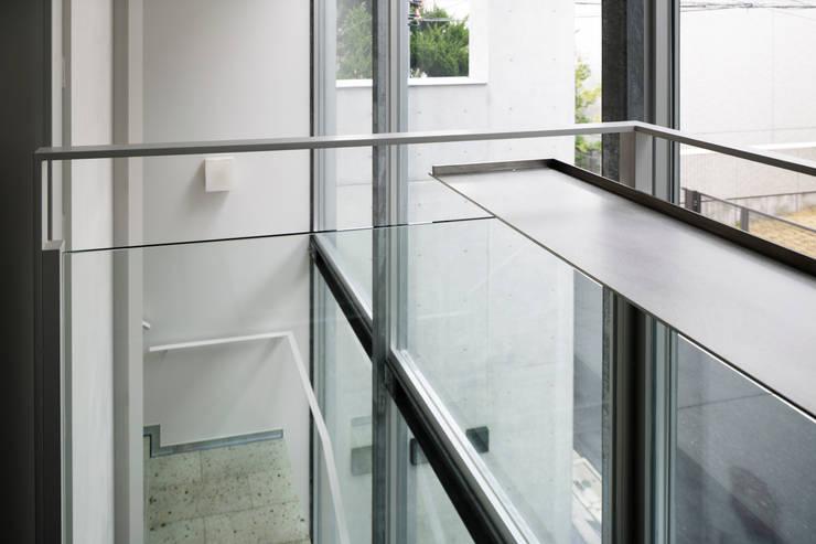カフェカウンター: 久保田章敬建築研究所が手掛けたオフィスビルです。,