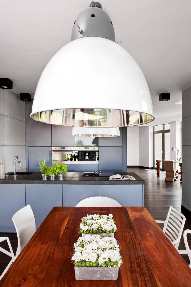 Industrialny Loft : styl , w kategorii Jadalnia zaprojektowany przez justyna smolec architektura & design