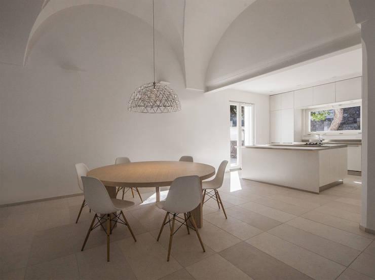 Villa Ciano: Cucina in stile  di sebastiano canzano architetto