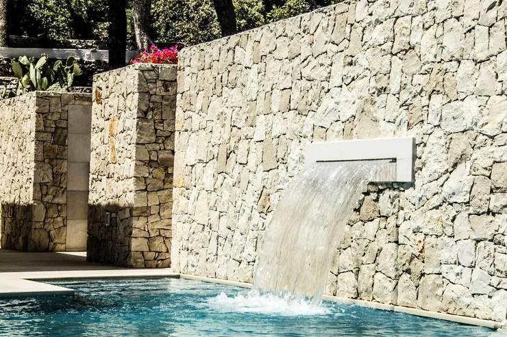 Villa Ciano: Piscina in stile in stile Moderno di sebastiano canzano architetto
