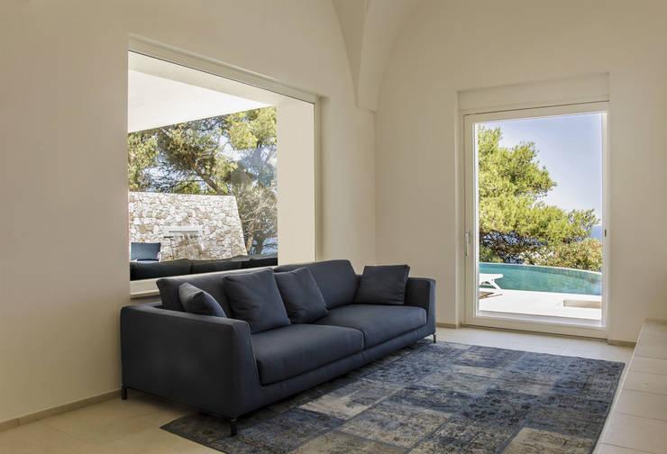 Villa Ciano: Soggiorno in stile  di sebastiano canzano architetto