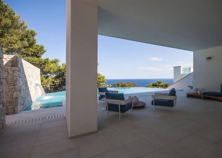 modern Pool by sebastiano canzano architetto