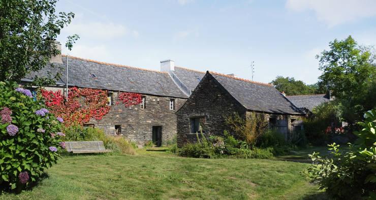 Projekty, wiejskie Domy zaprojektowane przez Modal Architecture
