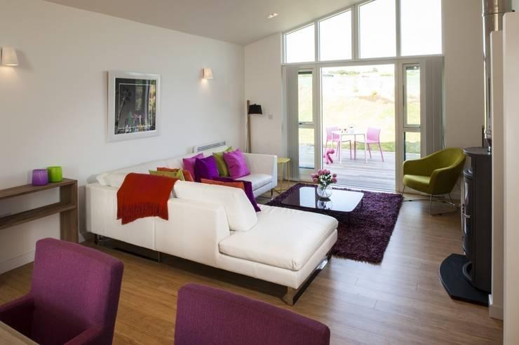 Take Off, Una St Ives: modern Living room by iroka