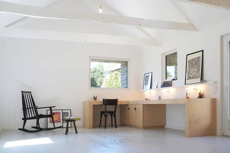 Oficinas de estilo  por Modal Architecture