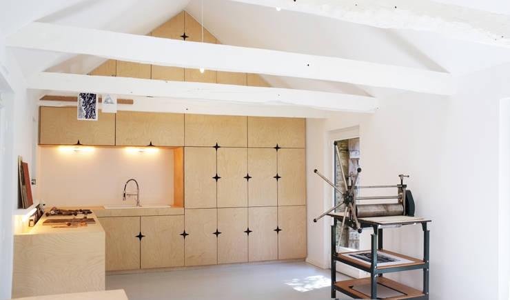 Cocinas de estilo moderno de Modal Architecture