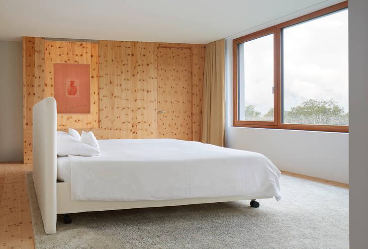 Schlafzimmer OG: moderne Schlafzimmer von feliz
