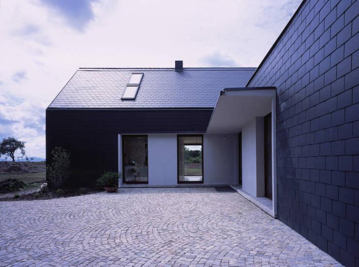 autor: Daniel Rumiancew: styl , w kategorii Domy zaprojektowany przez PAG Pracownia Architektury Głowacki