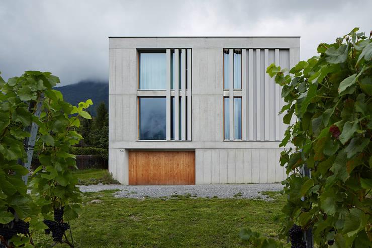 Südfassade: moderne Häuser von feliz