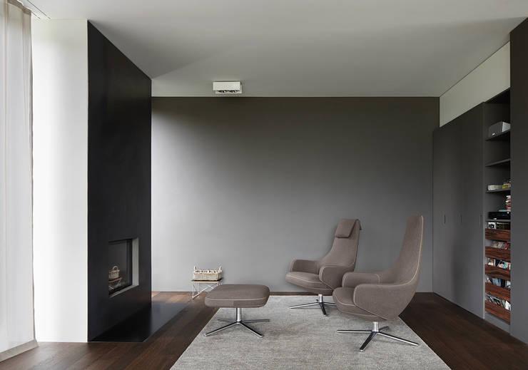 Cheminée und Bar: moderne Wohnzimmer von feliz