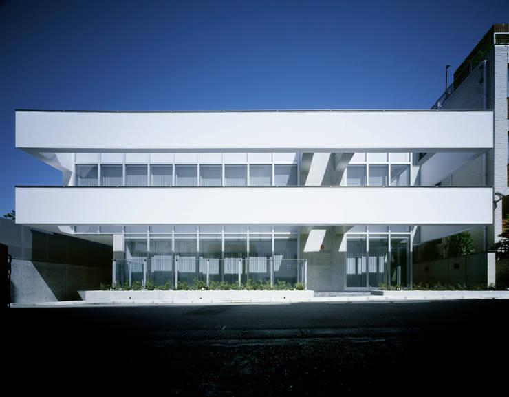 南側外観: 久保田章敬建築研究所が手掛けたオフィスビルです。