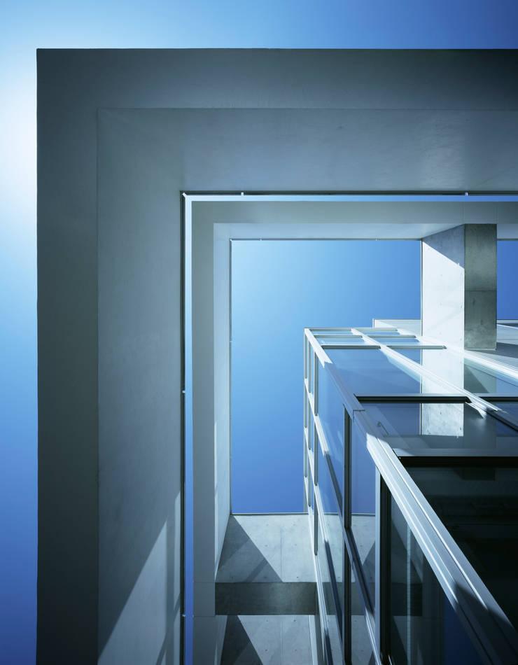 外観フレーム: 久保田章敬建築研究所が手掛けたオフィスビルです。