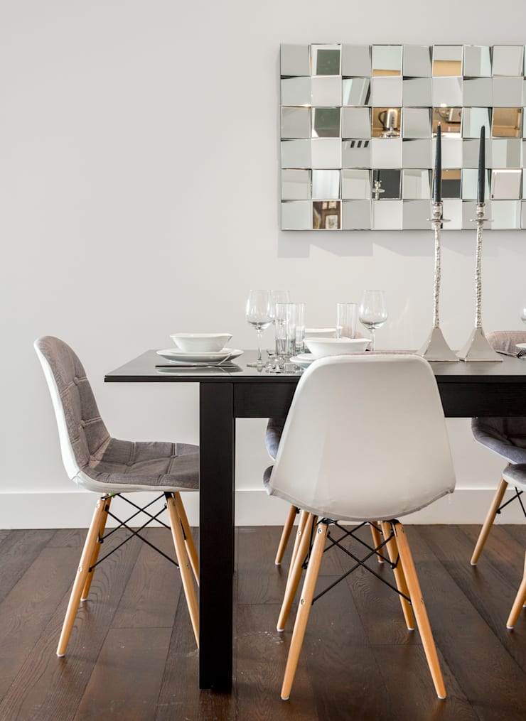 Dinning table and feature mirror Comedores de estilo moderno de In:Style Direct Moderno