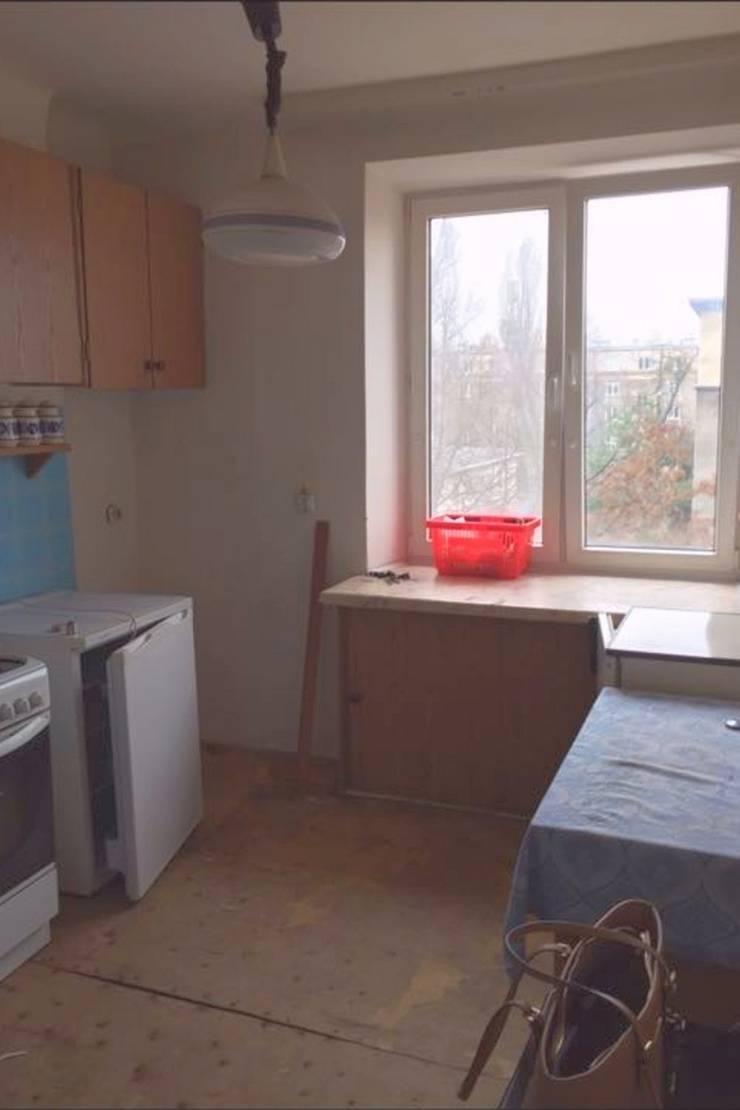 Mieszkanie po remoncie generalnym, w stylu eklektycznym, z czarno-białą kuchnią: styl , w kategorii  zaprojektowany przez HOLTZ