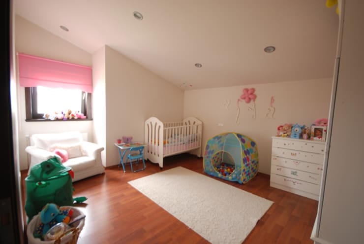 Nursery/kid's room by Tulya Evleri