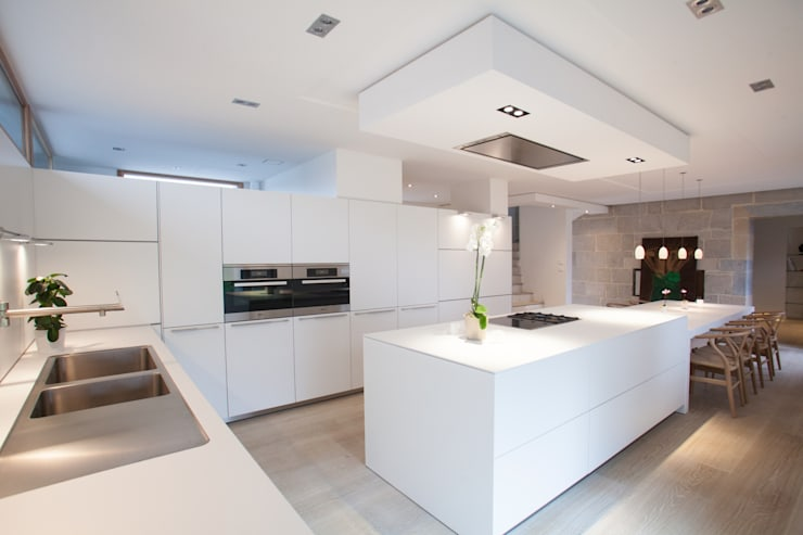 Кухни в . Автор – bulthaup espace de vie Pontarlier