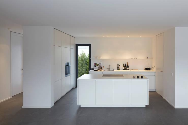 Wohnhaus_S:  Küche von Fachwerk4 | Architekten BDA