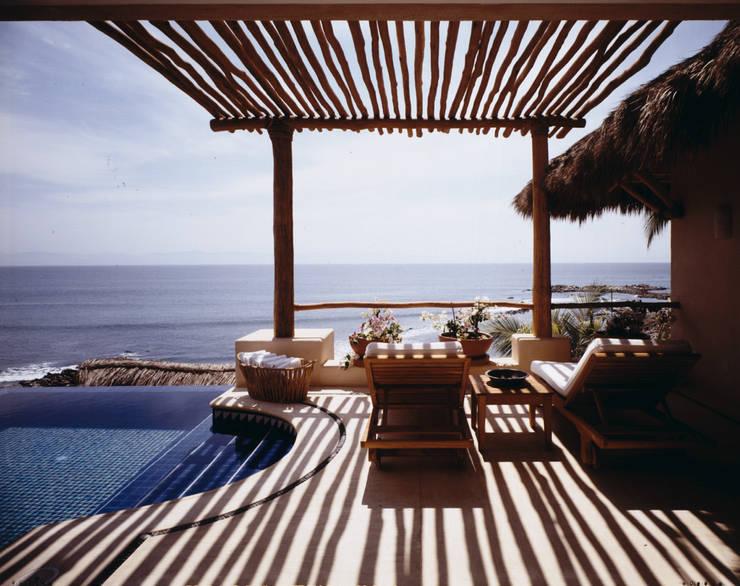 12 terrazas en esquina modernas y fabulosas for Decoracion de casas de playa modernas