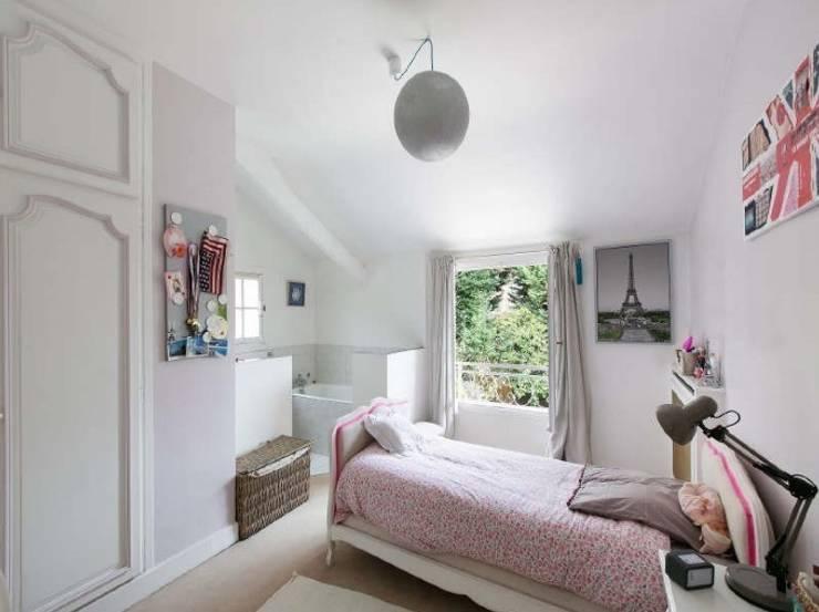 Chambre ouvert sur Jardin: Chambre d'enfant de style  par H2C GROUP
