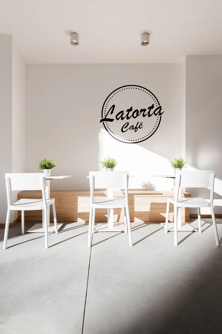 Cafe La Torta: Espacios comerciales de estilo  de Nan Arquitectos, Rústico