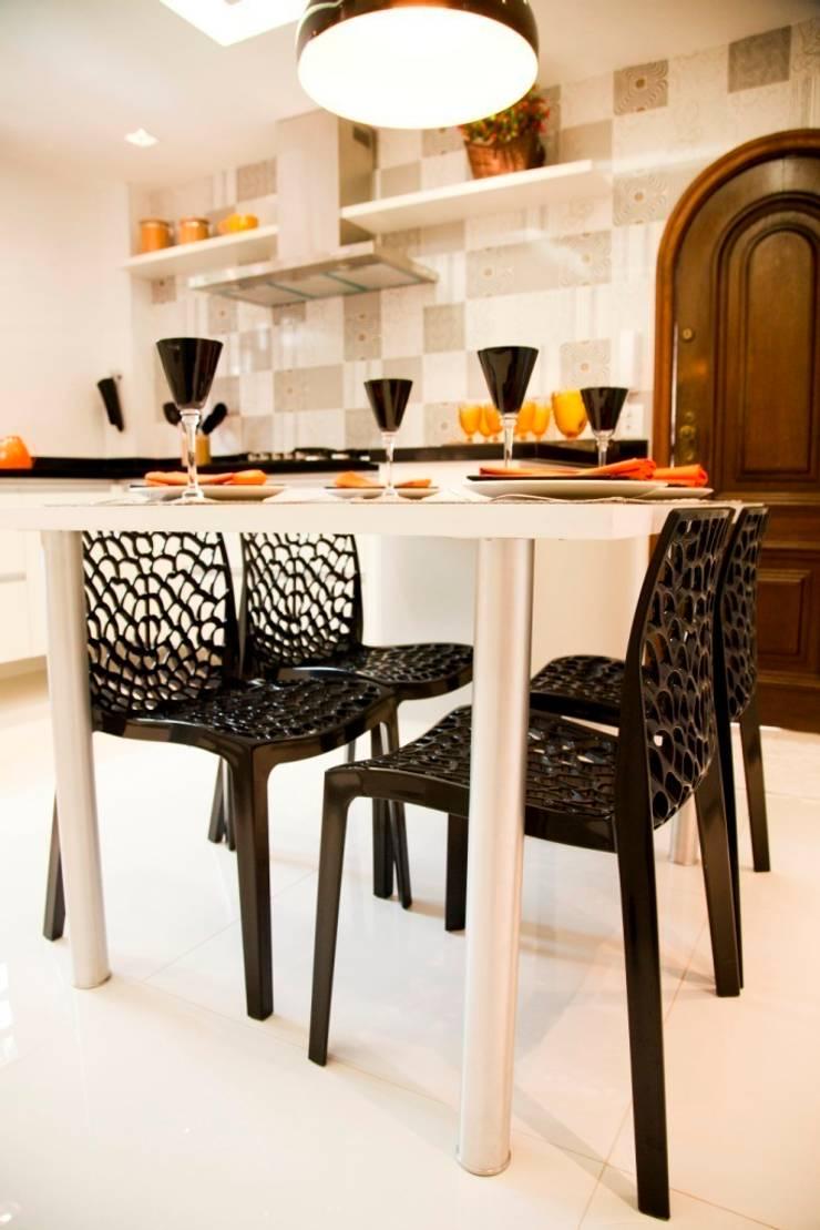 COZINHA PRETO E BRANCA: Cozinhas  por Marcia Debski Ferreira Designer de Interiores