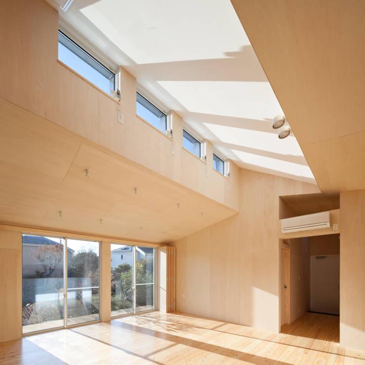 ハイサイド窓: 加藤裕一 / KSA が手掛けたダイニングです。,