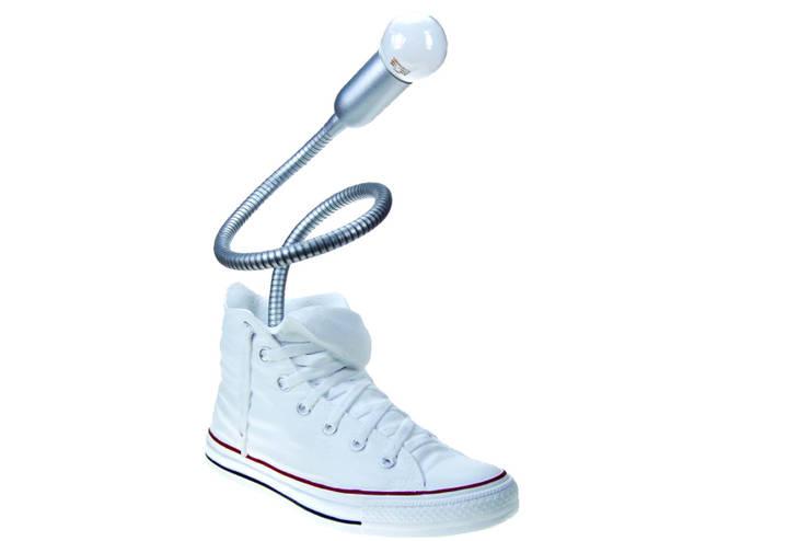 Vago Minds Ltd. – Ayakkabı Tasarımlı Masa Lambası / Shoe Lamp: modern tarz , Modern