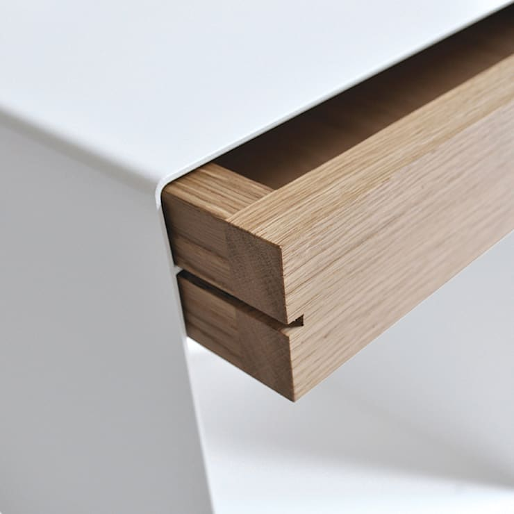 12° side table by chris+ruby de chris+ruby Moderno