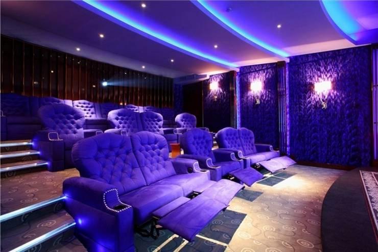 Домашний кино концертный зал: Медиа комнаты в . Автор – Креативные Инженерные Решения