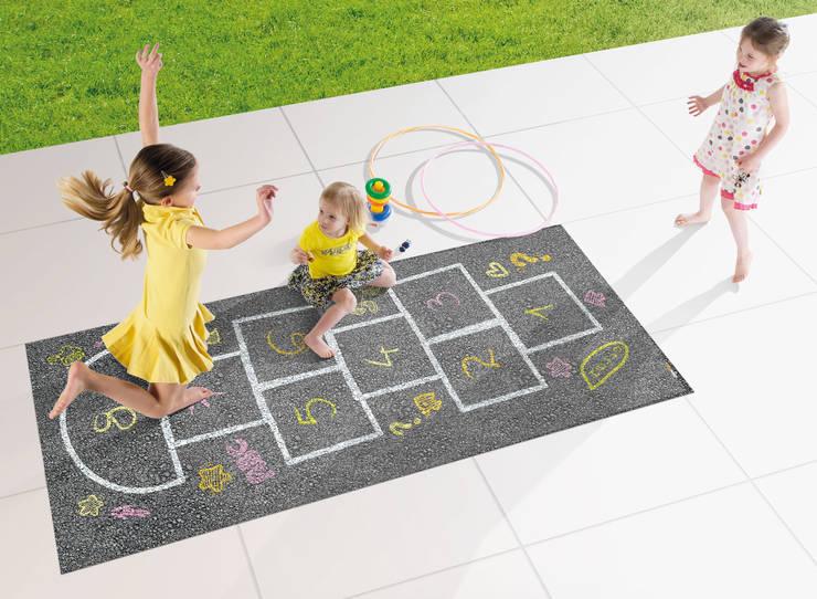 Tapis Outdoor/indoor Marelle: Chambre d'enfants de style  par ITAO