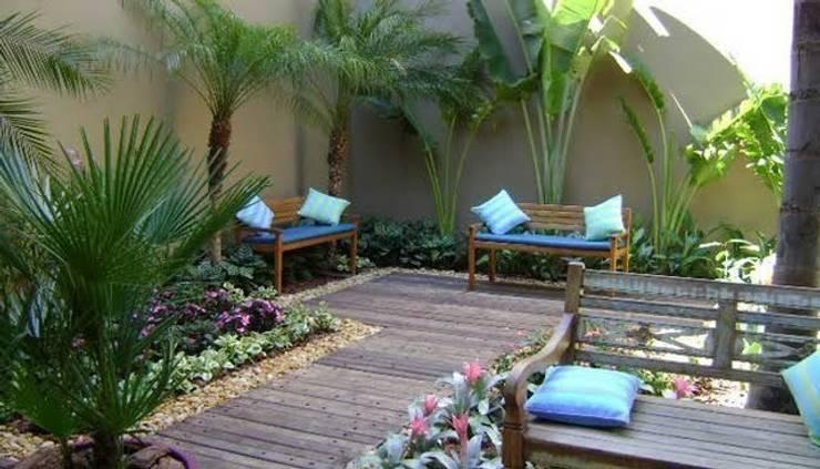 Buffet: Jardins de inverno rústicos por A Varanda Floricultura e Paisagismo