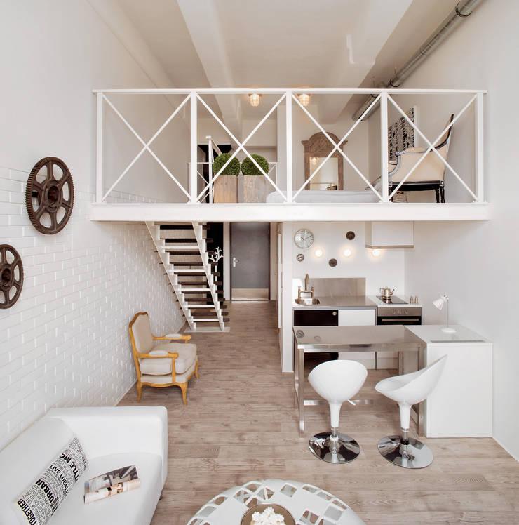 Modern corridor, hallway & stairs by justyna smolec architektura & design Modern