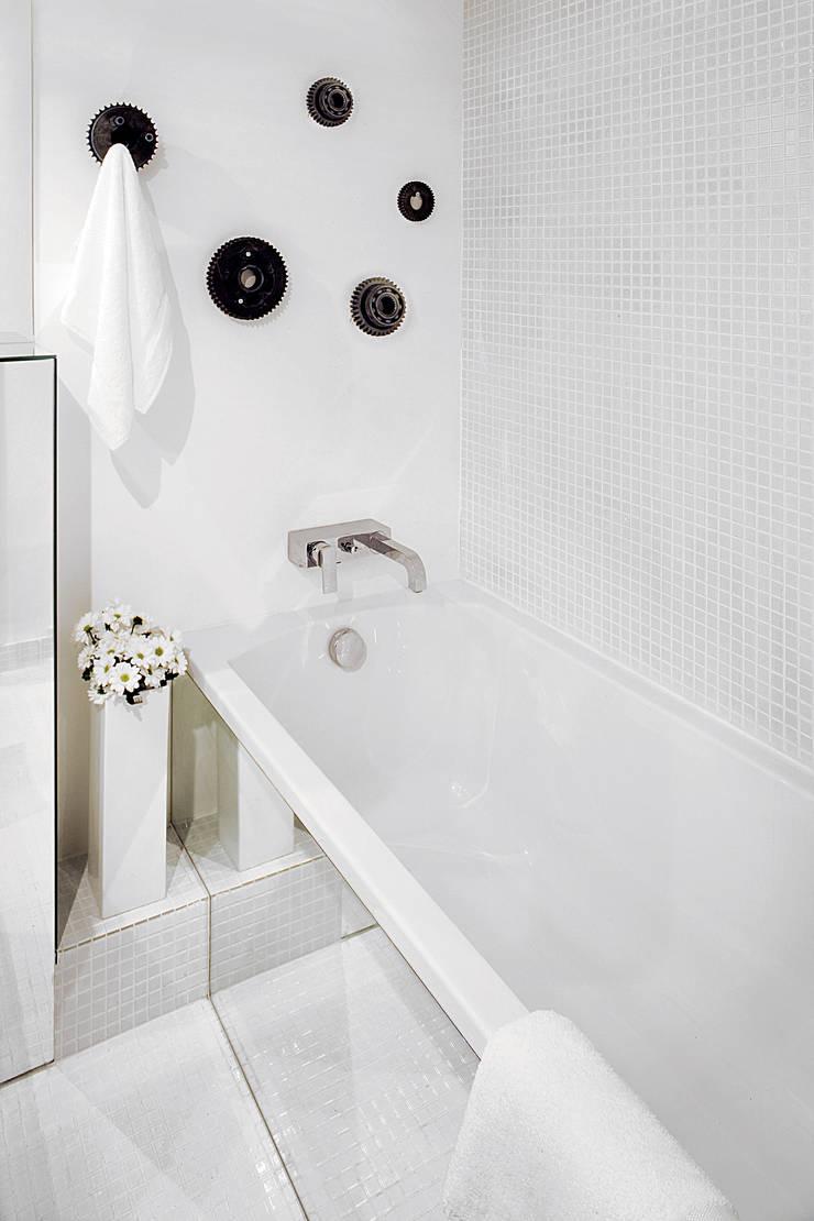 Modern style bathrooms by justyna smolec architektura & design Modern