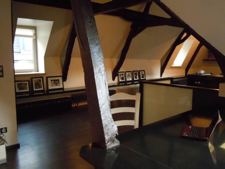 mise en valeur de la structure ancienne de la maison: Bureau de style  par Emilie Bigorne, architecte d'intérieur CFAI, Moderne