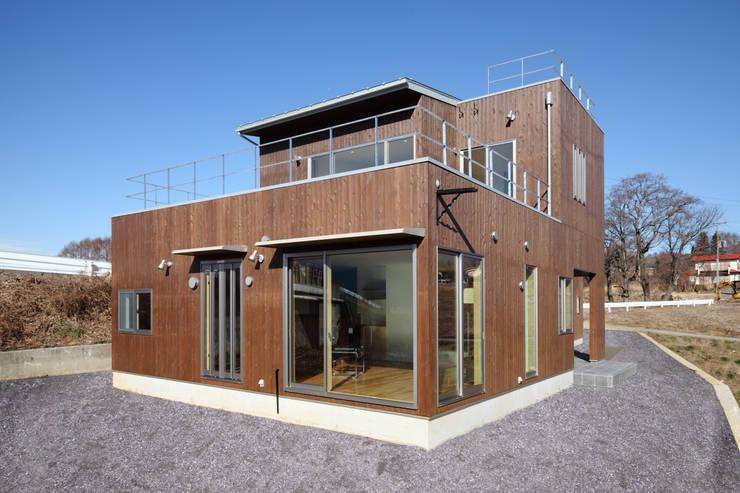 南東外観: office.neno1365が手掛けた家です。