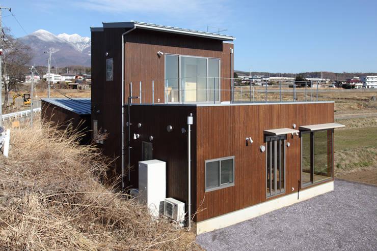 南西外観: office.neno1365が手掛けた家です。