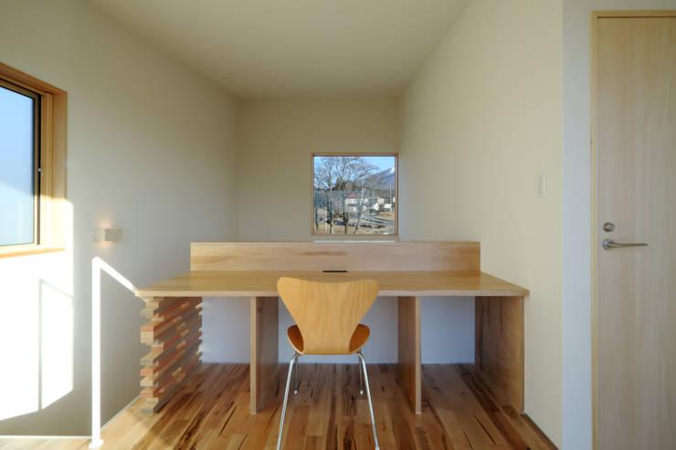 書斎: office.neno1365が手掛けた書斎です。